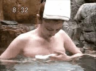 【GIFアニメ】石井苗子Part2(参議院議員,女優,女性キャスター)胸の谷間,露天風呂,熟女,Ishii Mitsuko
